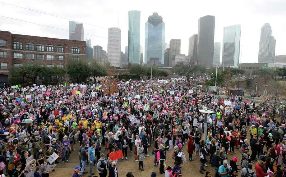 Thousands gather at Buffalo Bayou for the Houston Women's March to City Hall on Saturday. Photo: Melissa Phillip, Houston Chronicle / © 2018 Houston Chronicle