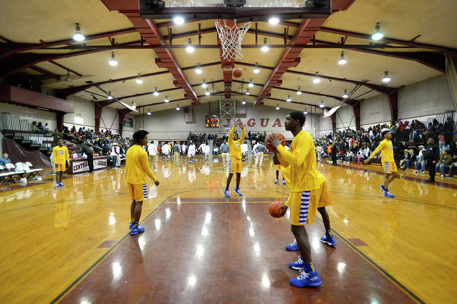 Ozen players warm up before their game at Central on Friday night.  Photo taken Friday 1/19/18 Ryan Pelham/The Enterprise Photo: Ryan Pelham / ©2017 The Beaumont Enterprise/Ryan Pelham