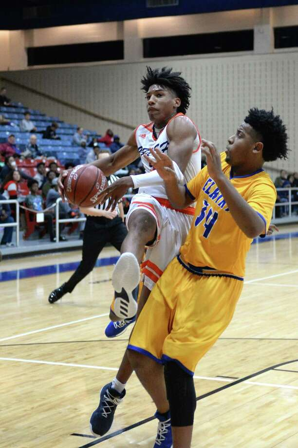 Peter Byrd (23) of Bush drives to the hoop during the second half of the gold bracket championship game of the Fort Bend ISD Balfour Basketball Tournament between the Bush Broncos and the Elkins Knights on Saturday December 9, 2017 at Wheeler Field House, Sugar Land, TX Photo: Craig Moseley, Staff / ©2017 Houston Chronicle