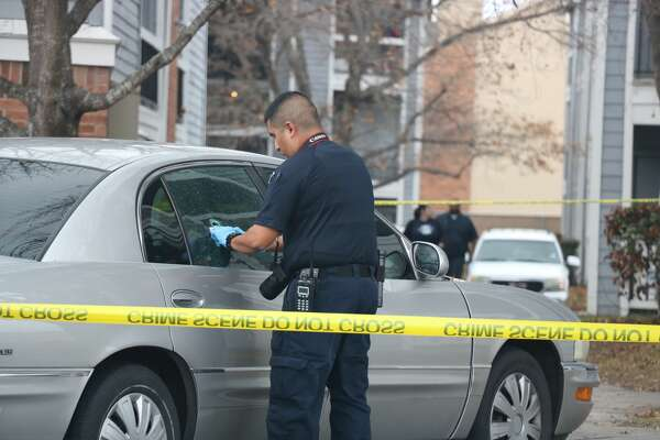 San Antonio police investigate a fatal shooting at a Northeast Side apartment complex Sunday afternoon, Jan. 21, 2018.