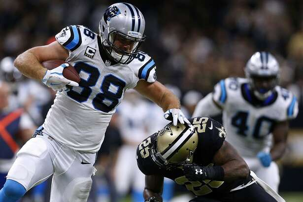 NEW ORLEANS, LA - JANUARY 07: Greg Olsen #88 of the Carolina Panthers runs with the ball as Rafael Bush #25 of the New Orleans Saints defends during the second half of the NFC Wild Card playoff game at the Mercedes-Benz Superdome on January 7, 2018 in New Orleans, Louisiana. (Photo by Jonathan Bachman/Getty Images)