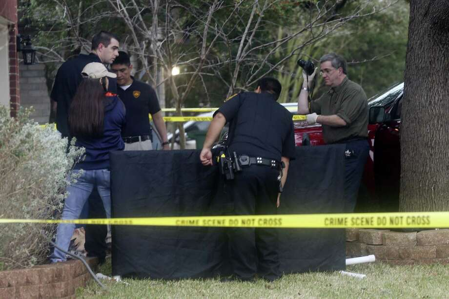 San Antonio Police investigate the scene where a woman was shot dead at 10428 Arbor Bluff, Sunday, Jan. 21, 2018. Police issued a lookout for the suspect, Richard Concepcion, 37, who was driving at white Toyota Tundra and was with hi 18-month-old son. He was later found with a gunshot with a self-inflicted gunshot in Guadalupe County and his son was found safe. Photo: JERRY LARA / San Antonio Express-News / © 2018 San Antonio Express-News