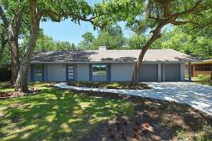 Brays Oaks: 6122 N. Braeswood Blvd.     Price : $1,800 per month   Size : 2,025 square feet