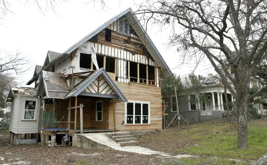 A traditional home in Westfort undergoes a renovation. The proposed historic district would only cover about 54 of the neighborhood's roughly 116 homes. Photo: William Luther /San Antonio Express-News / © 2018 San Antonio Express-News