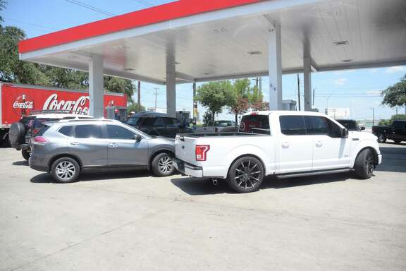 Cars line up at a North Side gas station on Thursday, Aug. 31, 2017, as they try to get gas. Fuel prices rose again in San Antonio and across the country as the they followed crude oil prices higher. The average cost of a gallon of regular unleaded in the San Antonio area rose 4.4 cents last week to $2.21, while the national average increased by almost 1 cent to $2.53 a gallon, according to GasBuddy, which tracks fuel pricing nationwide.