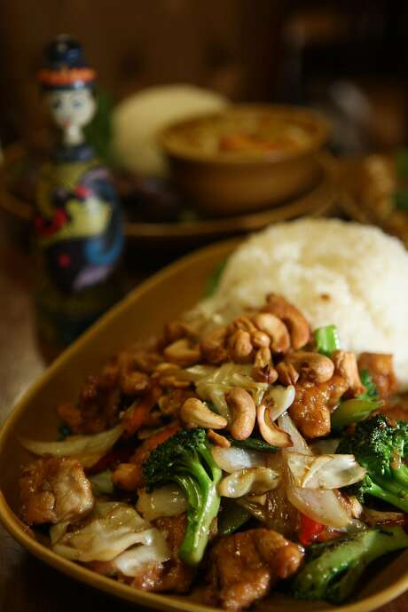 Cashew chicken at Bang San Thai Cuisine. Photo: Liz Hafalia, SFC