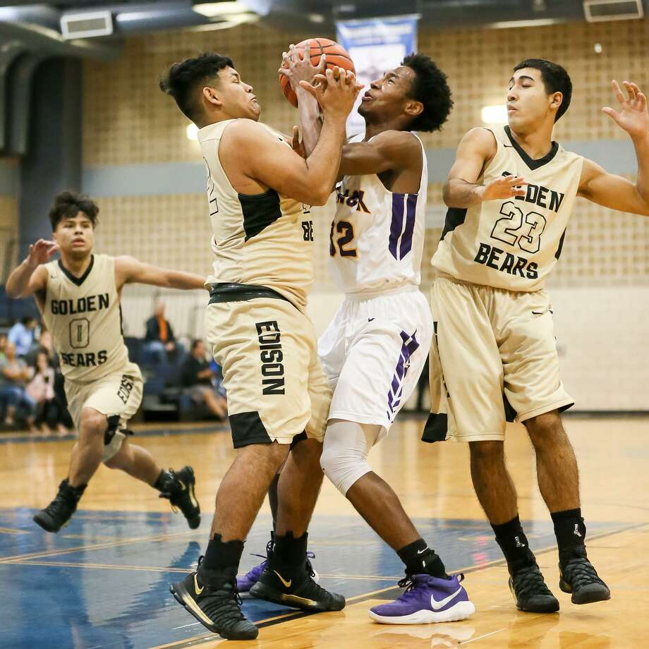 Brackenridge's Donyae Suarez (center right) and Edison's Brandon Olivarez fight for a rebound between Joseph Telez (right and Anthony Flores during the first half of their District 28-5A boys basketball game at Lanier on Thursday, Dec. 21, 2017.  Edison beat Brackenridge 71-58.  MARVIN PFEIFFER/ mpfeiffer@express-news.net Photo: Marvin Pfeiffer, Staff / San Antonio Express-News / Express-News 2017