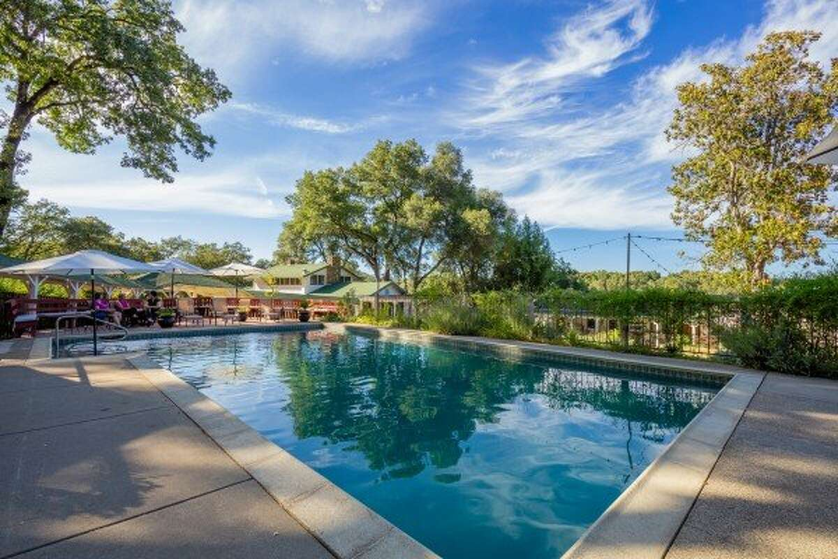 A view of the pool at Farm to Table Relaxing Group Accommodations in Ukiah.