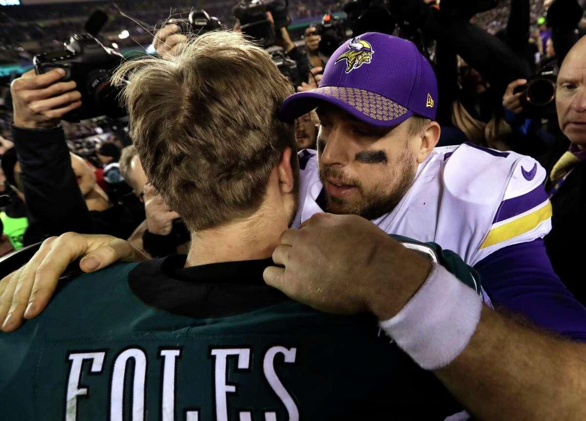 Philadelphia Eagles' Nick Foles hugs Minnesota Vikings' Case Keenum after the NFL football NFC championship game against the Minnesota Vikings Sunday, Jan. 21, 2018, in Philadelphia. The Eagle won 38-7 to advance to Super Bolw LII. (AP Photo/Michael Perez)