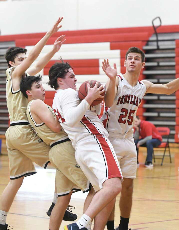 SWC game action from the Pomperaug and Joel Barlow boys basketball game at Pomperaug, Jan. 22, 2018. Photo: Krista Benson / The News-Times Freelance
