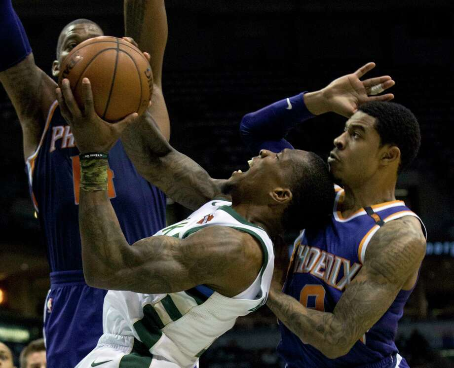 Milwaukee Bucks guard Eric Bledsoe, center, is defended by Phoenix Suns center Greg Monroe, left, and Tyler Ulis, right, during the first half of an NBA basketball game Monday, Jan. 22, 2018, in Milwaukee. (AP Photo/Darren Hauck) Photo: Darren Hauck / darren hauck