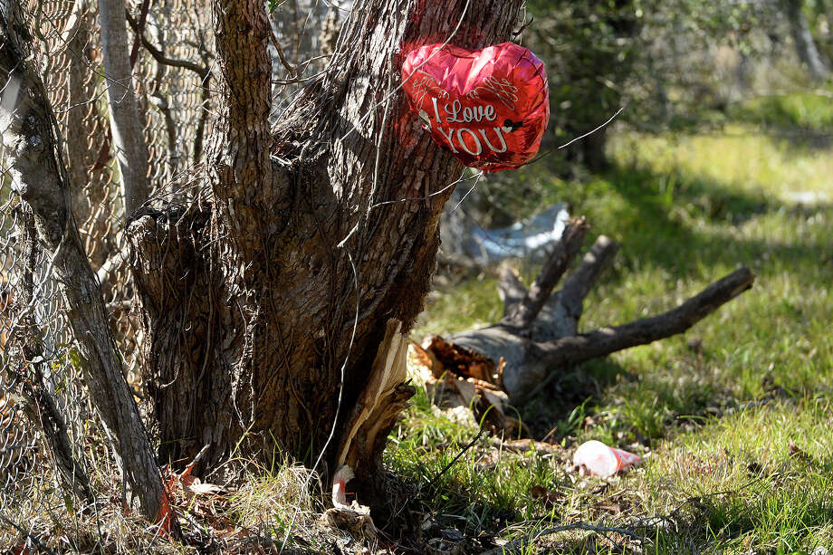 "A balloon flies from a tree in memory of Madalyn ""Gracie"" Griffin on Wexford Drive in Vidor on Monday. Griffin, 14, was killed in a car wreck early Sunday morning.  Photo taken Monday 1/22/18 Ryan Pelham/The Enterprise Photo: Ryan Pelham / ©2017 The Beaumont Enterprise/Ryan Pelham"