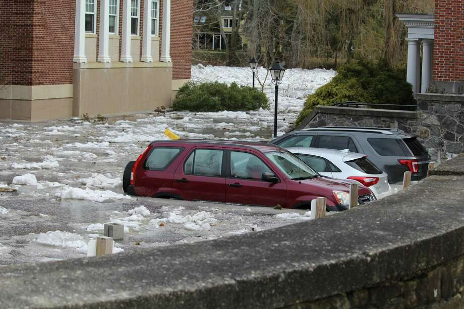 A mile-long ice dam formed near downtown Kent over the weekend, flooding homes and forcing the Kent School, a private boarding shool, to close for the week. Jan. 15. Photo: Barry Lytton / Hearst Connecticut Media / Connecticut Post