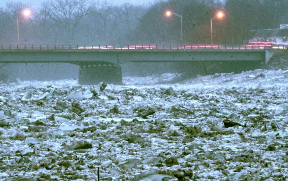 Traffic moves over the Western Gateway Bridge that connects Scotia and Schenectady as the ice remains jammed on the Mohawk River Tuesday, Jan 23, 2018 in Schenectady, N.Y.  (Skip Dickstein/Times Union) Photo: SKIP DICKSTEIN, Albany Times Union