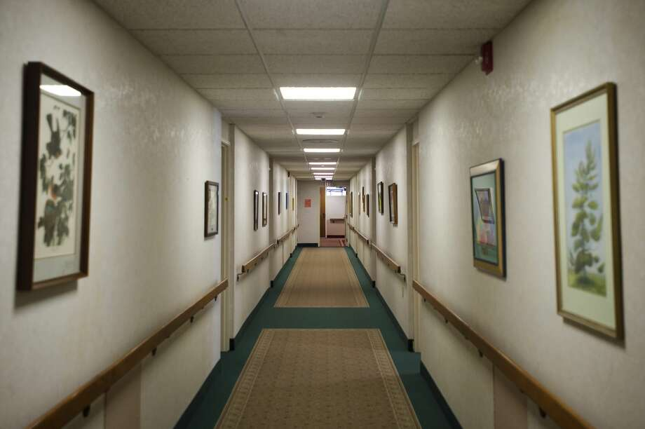 A hallway at Washington Woods is seen on Friday, Jan. 19, 2018. The independent living community has recently undergone extensive renovations after discovering asbestos. (Katy Kildee/kkildee@mdn.net) Photo: (Katy Kildee/kkildee@mdn.net)