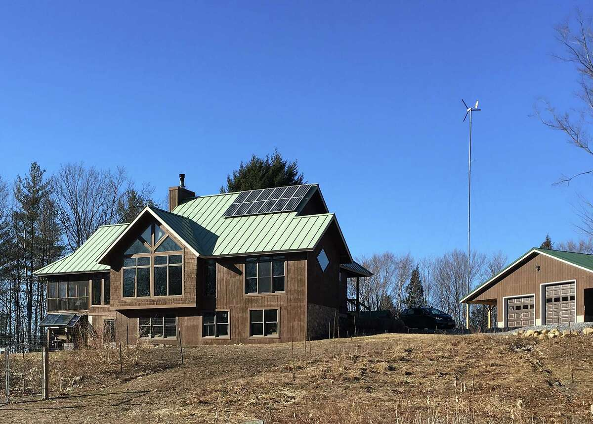 A view of the south-facing side of Roberta and Tom Stock's off-the-grid house. (Photo: Thomas Stock/Stock Studios Photography)