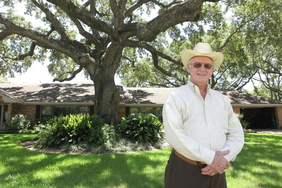 """Johnny Nelson yard in Katy included a """"Legacy Tree"""" live oak. This picture was taken in 2017. Photo: Photo By Alan Warren, Staff Photographer / File photo"""