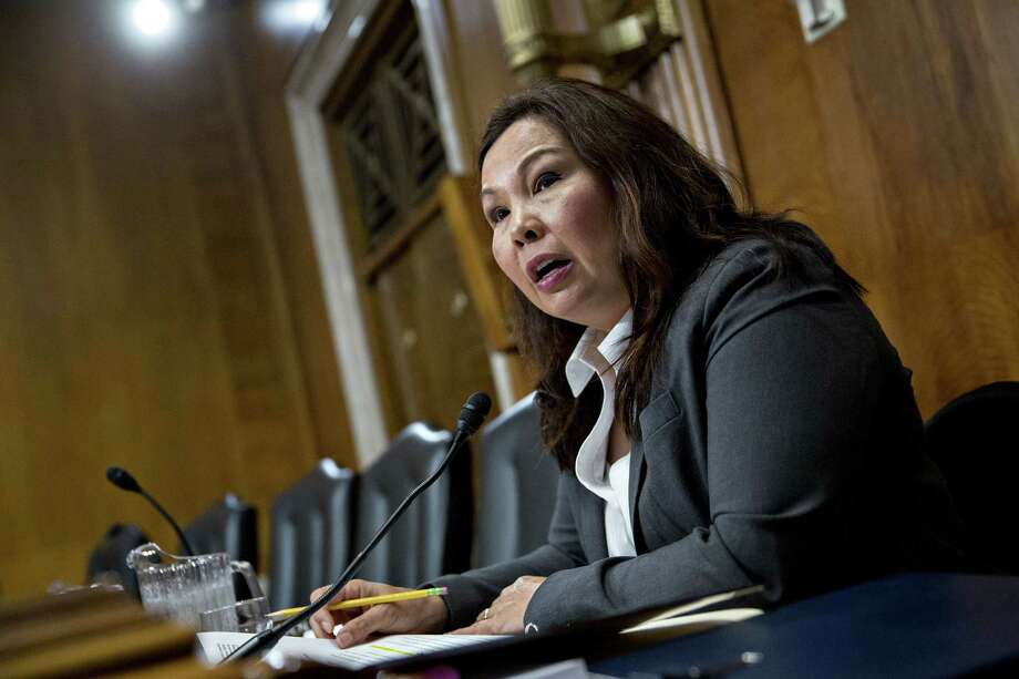 Duckworth to be first sitting U.S. senator to give birth