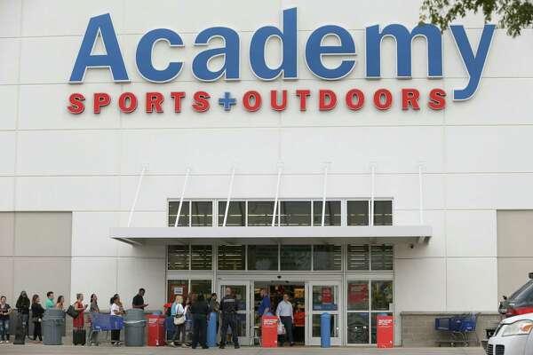 Academy stands pat as Dick's, Walmart restrict gun sales