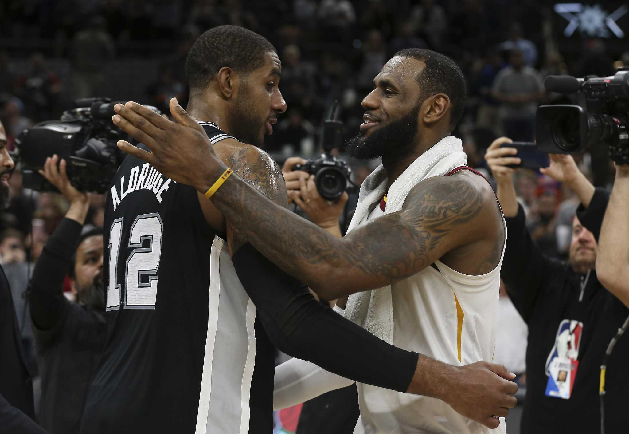 more photos 82c2c 8a5f5 Report: LeBron James would consider meeting with Spurs ...