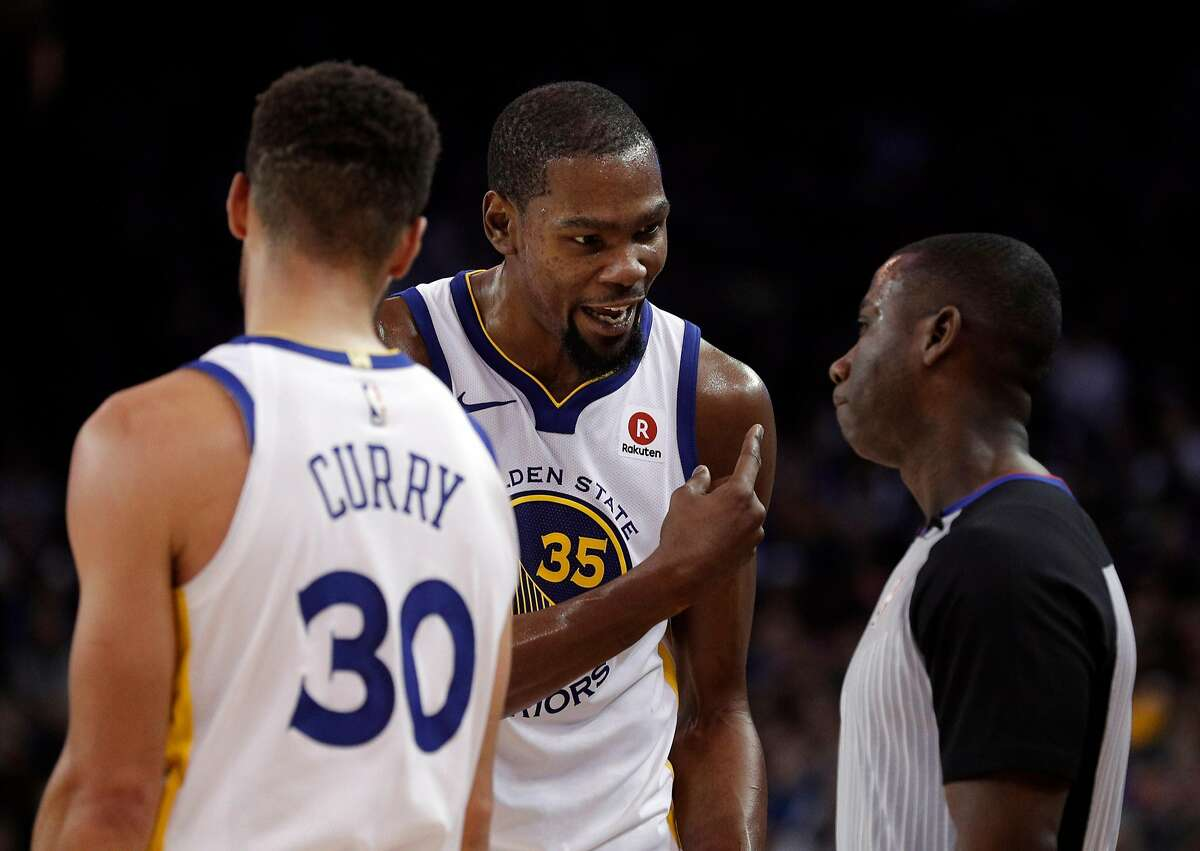 Kevin Durant (35) talks with referee James Williams in the second half as the Golden State Warriors played the New York Knicks at Oracle Arena in Oakland, Calif., on Tuesday, January 23, 2018.