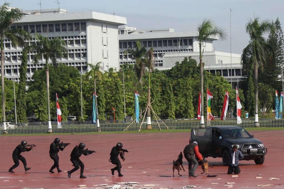 Mattis seeks closer ties with Indonesia, Vietnam in Asia trip