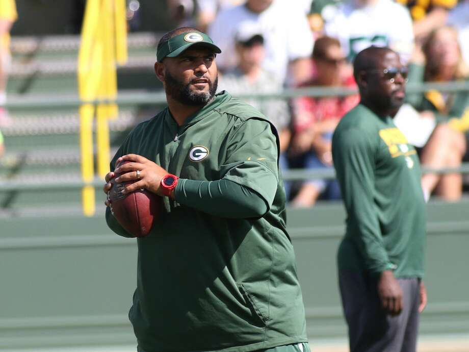 GREEN BAY, WI - AUGUST 22: Green Bay Packers Defensive Front Assistant coach Jerry Montgomery throws a pass during Packers training camp at Ray Nitschke Field on August 22, 2017 in Green Bay, WI. (Photo by Larry Radloff/Icon Sportswire via Getty Images) Photo: Icon Sportswire/Icon Sportswire Via Getty Images