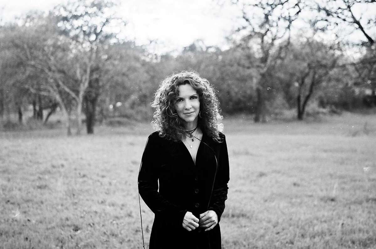Singer-songwriter Lisa Morales