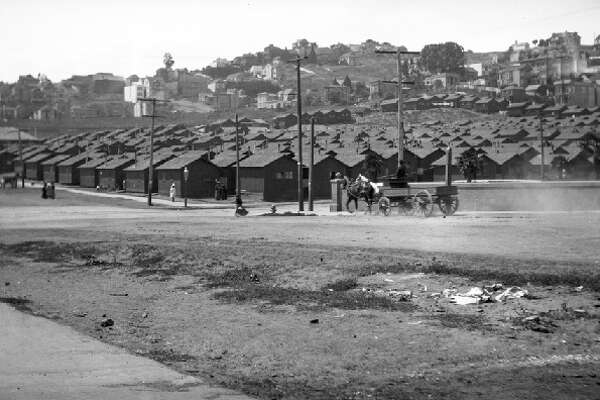 1906: A view of the earthquake shacks that filled Dolores Park.