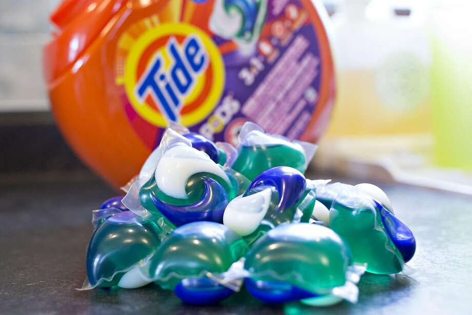 Procter & Gamble Co. Tide Pods brand laundry detergent is arranged for a photograph in Tiskilwa, Illinois, U.S., on Monday, Jan. 22, 2018.  Photo: Daniel Acker, Bloomberg