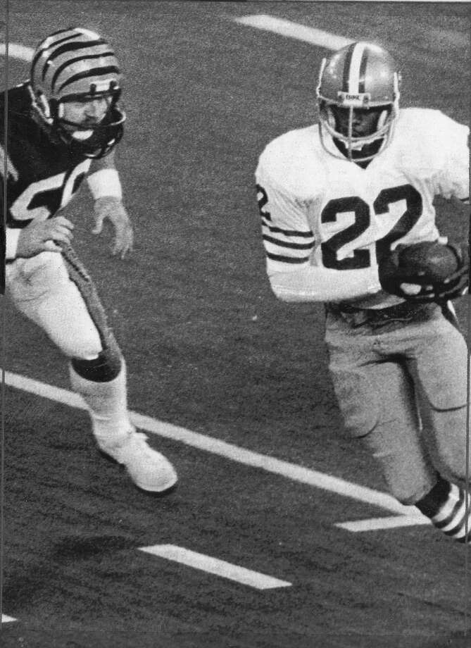 Dwight Hicks intercepted a Bengals QB Ken Anderson  pass in the first quarter of SuperBowl XVI in Pontiac Michigan,January 24, 1982  United Press International photo  Phot ran 01/25/1982, P. 27