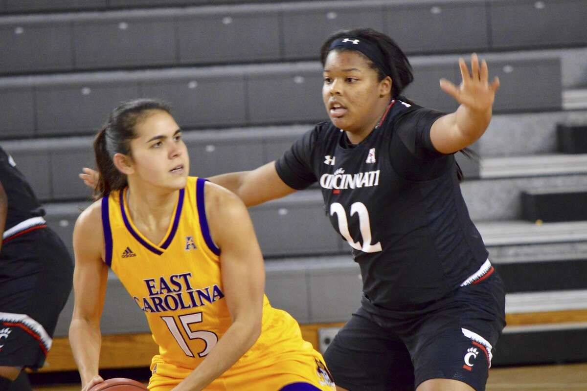 IImar'I Thomas, a Sacred Heart Cathedral alum, is averaging 11.7 points and shooting better than 60 percent in her freshman year at the University pf Cincinnati.