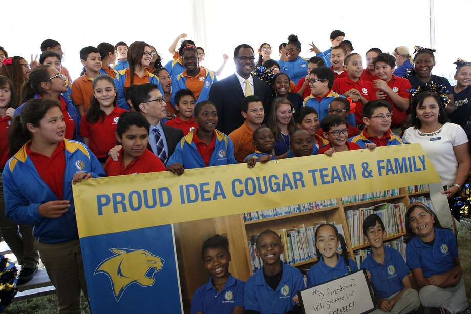 David Robinson takes photos with IDEA Carver Academy students Oct. 22, 2014 after the groundbreaking ceremony of IDEA Carver College Prep. The IDEA charter schools prove the value of school choice. Photo: CYNTHIA ESPARZA /FOR THE SAN ANTONIO EXPRESS-NEWS / For the San Antonio Express-News