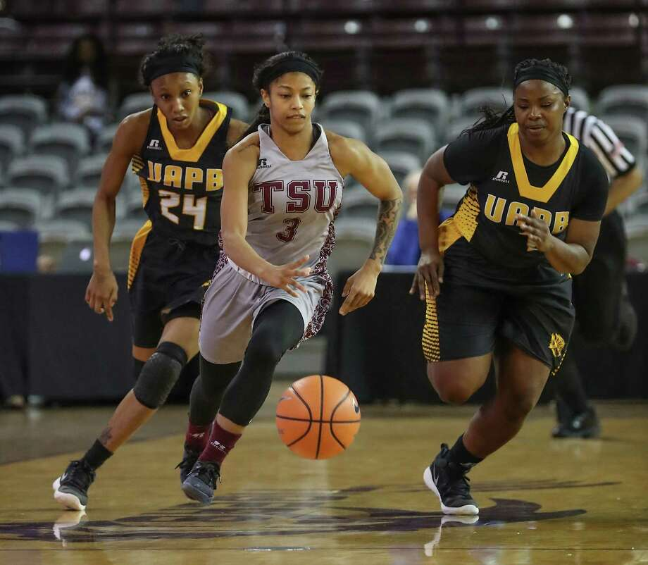 Texas Southern's Joyce Kennerson drives to the ball up court against Arkansas Pine Bluff's Noe'll Taylor (24) and guard Destiny Brewton (1) Monday, Jan. 22, 2018, in Houston. Kennerson is is the country's leading scorer. ( Steve Gonzales / Houston Chronicle ) Photo: Steve Gonzales, Houston Chronicle / © 2018 Houston Chronicle