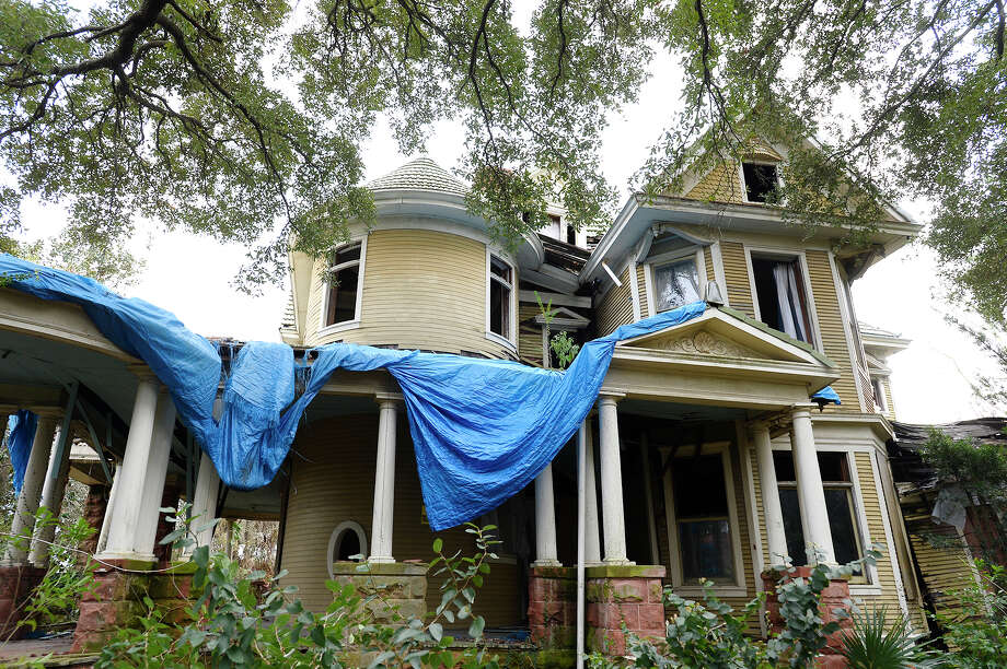 A blue tarp hangs on the roof on the Caroline Gilbert Hinchee House on Friday afternoon. Ed Touchet, who lives in Austin but grew up on Avenue A, is trying to buy the house to save it from demolition. The house was built in 1906. Photo taken Friday 1/19/18 Ryan Pelham/The Enterprise Photo: Ryan Pelham / ©2017 The Beaumont Enterprise/Ryan Pelham
