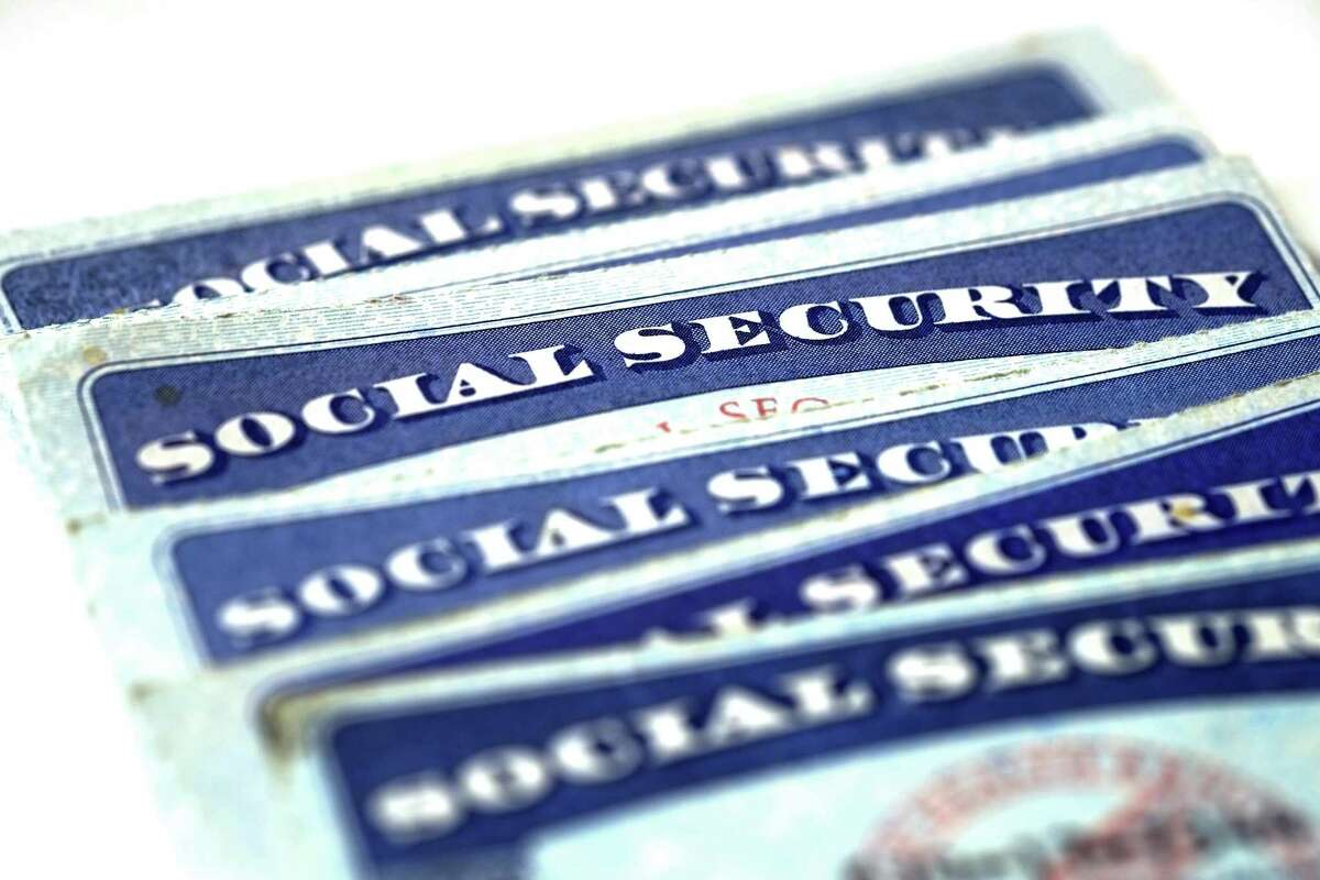 Nearly half of retired-worker Social Security recipients start claiming benefits at the earliest possible age, 62, and receive much-reduced benefits as a result.