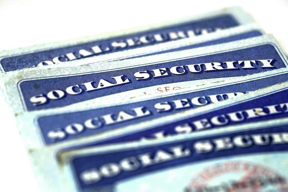 Nearly half of retired-worker Social Security recipients start claiming benefits at the earliest possible age, 62, and receive much-reduced benefits as a result. Photo: Lane Erickson /Dreamstime /TNS / Milwaukee Journal Sentinel