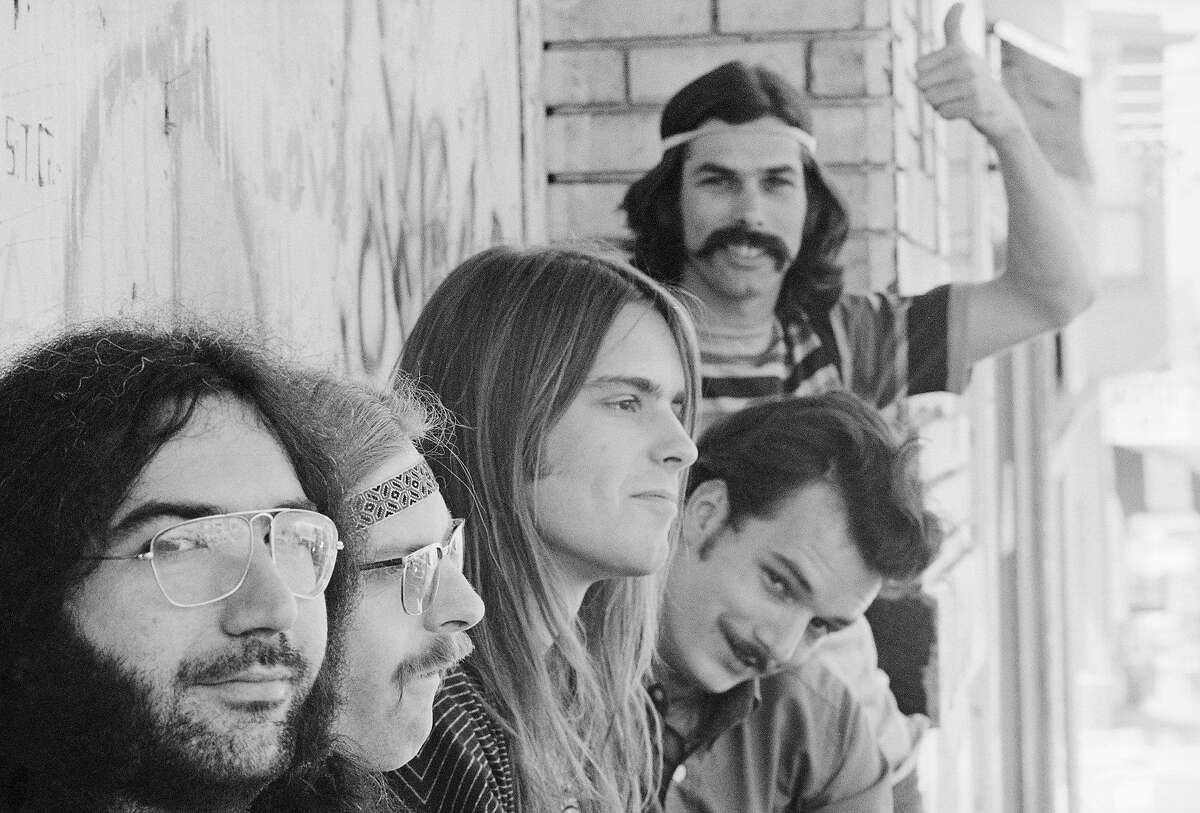 1968, California, Grateful Dead, left to right: Jerry Garcia, Phil Lesh, Bob Weir, Bill Kreutzmann, Mickey Hart (standing).