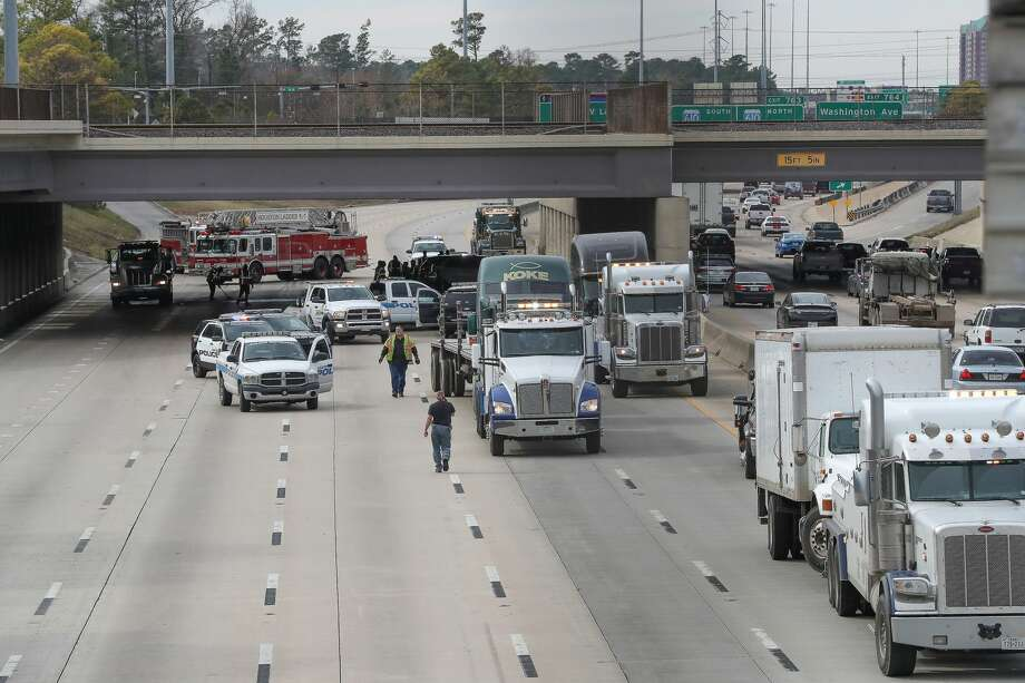 All eastbound/inbound lanes of the Katy Freeway were shut down near Washington Avenue Thursday, Jan. 25, 2018, in Houston. ( Steve Gonzales / Houston Chronicle ) Photo: Steve Gonzales/Houston Chronicle