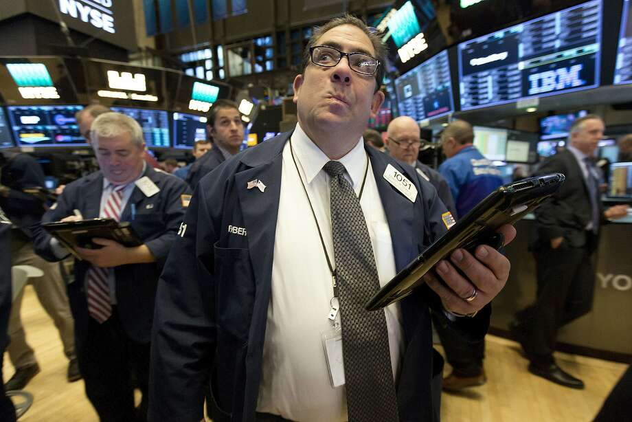 Trader Robert Oswald, center, works on the floor of the New York Stock Exchange, Thursday, Jan. 25, 2018. Stocks are opening broadly higher as technology companies recover after sliding a day earlier. (AP Photo/Richard Drew) Photo: Richard Drew, Associated Press