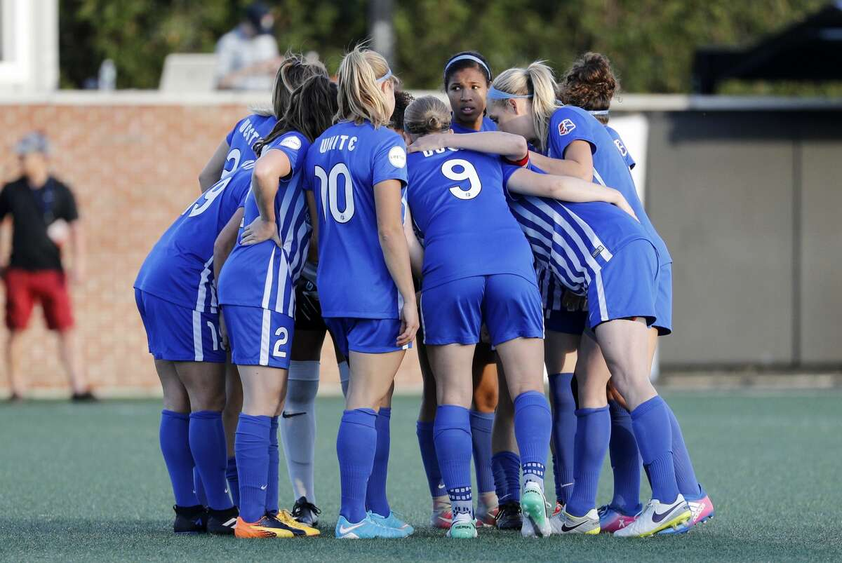 BOSTON, MA - MAY 19: Boston huddles up during an NWSL regular season match between the Boston Breakers and Portland Thorns FC on May 19, 2017, at Jordan Field in Boston, Massachusetts. Portland and Boston played to a 2-2 draw. (Photo by Fred Kfoury III/Icon Sportswire via Getty Images)