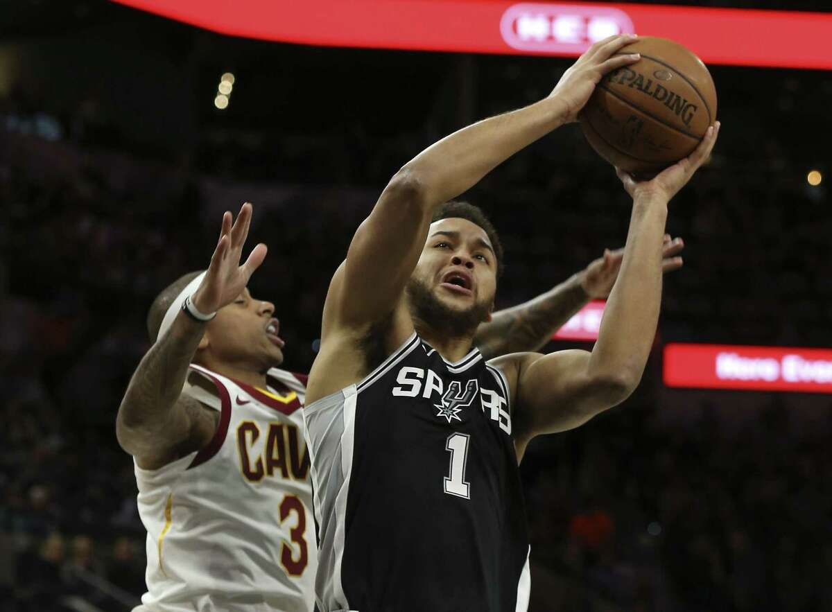 Spurs' Kyle Anderson (01) goes up for a score against Cleveland Cavaliers' Isaiah Thomas (03) at the AT&T Center on Tuesday, Jan. 23, 2018. (Kin Man Hui/San Antonio Express-News)