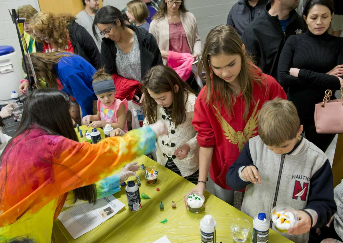 """Children try different experiments 01/25/18 evening at the Petroleum Museum's Family Science Night, """"Forces of Nature."""" Tim Fischer/Reporter-Telegram"""