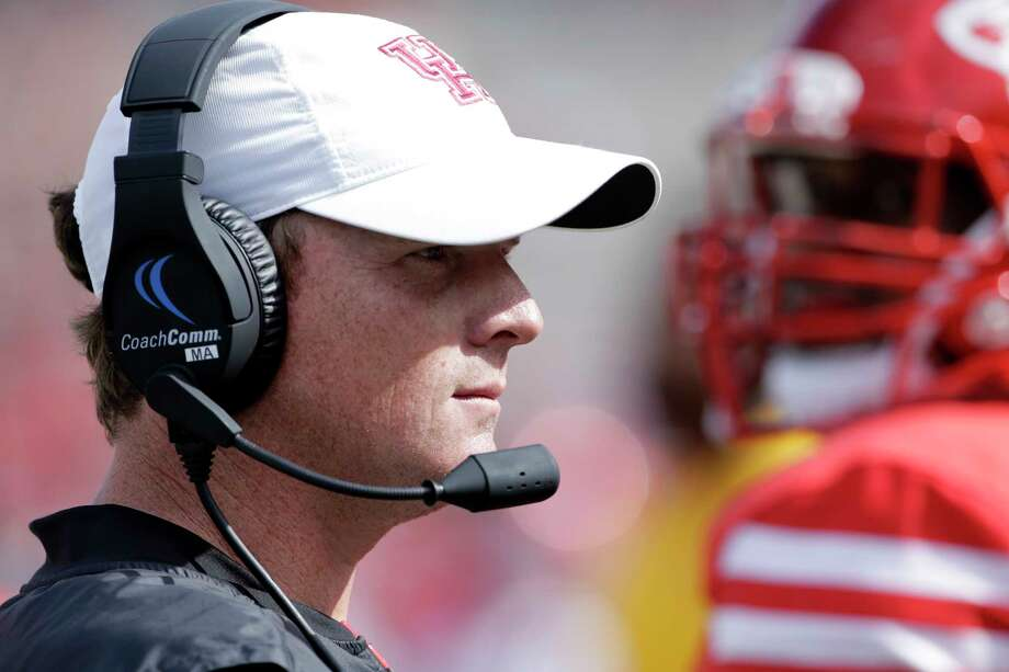 UH coach Major Applewhite says accepting criticism is part of being a leader. Photo: Michael Wyke, Freelance / © 2017 Houston Chronicle
