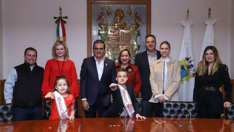 El alcalde Enrique Rivas felicitó a los pequeños por la oportunidad que tienen de representar a los mexicanos en un evento internacional. Photo: Foto De Cortesía /Gobierno De Nuevo Laredo