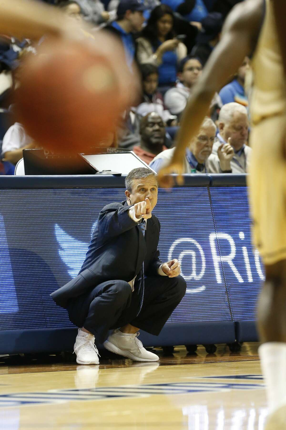 Rice Head Coach Scott Pera barks instructions to his team during second-half action in Tudor Field House Thursday, Jan. 25, 2018, in Houston. ( Steve Gonzales / Houston Chronicle )