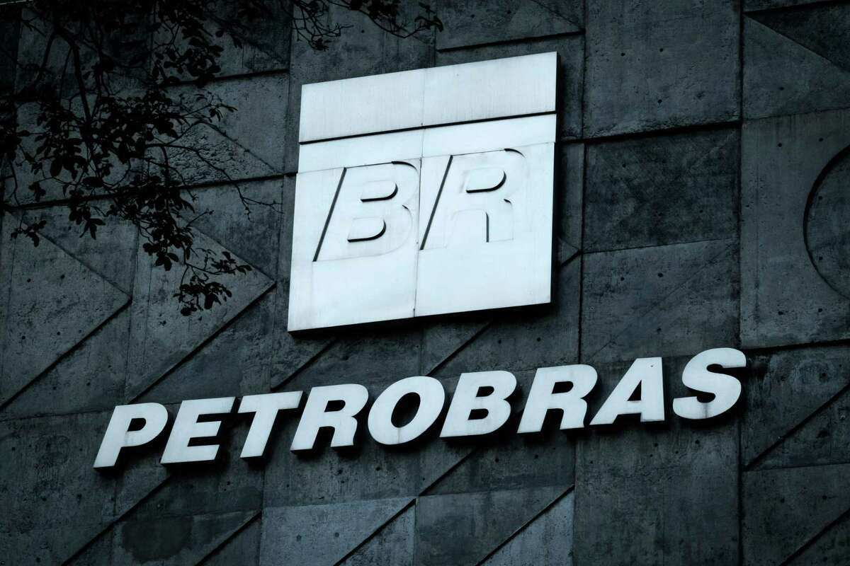 (FILES) This file photo taken on July 15, 2016 shows the logo of Brazilian oil company Petrobras over the entrance to its headquarters in Rio de Janeiro, Brazil. Petrobras agreed to pay 2.95 billion dollars to settle a class action lawsuit in a New York court brought by shareholders who complained that they were affected by the corruption scandal engulfing the Brazilian state-owned firm, company officials announced Wednesday. / AFP PHOTO / YASUYOSHI CHIBAYASUYOSHI CHIBA/AFP/Getty Images
