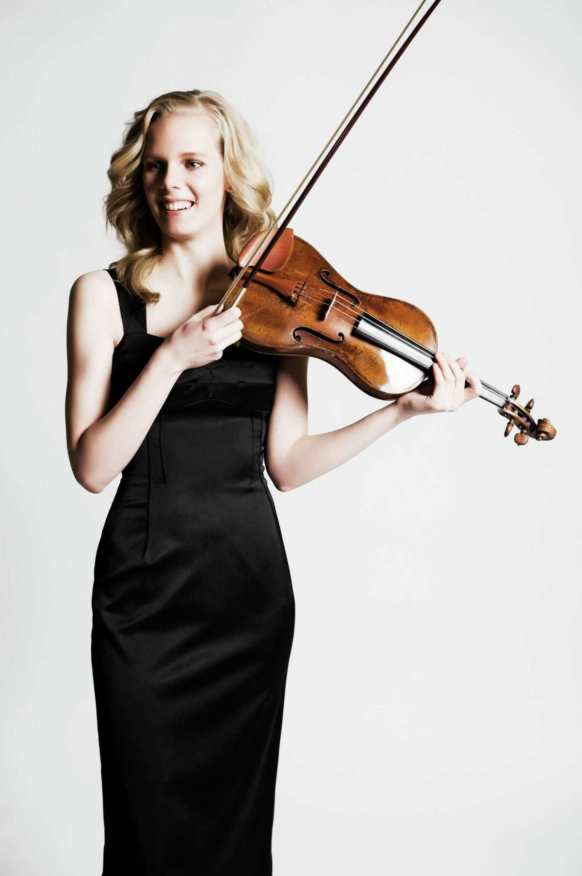 Violinist Simone Lamsma performed with the Houston Symphony Thursday evening.