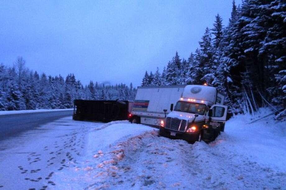 Washington State Patrol closed Interstate 90 eastbound just west of Snoqualmie Pass after the area received heavy snowfall Friday morning. Photo: WSDOT