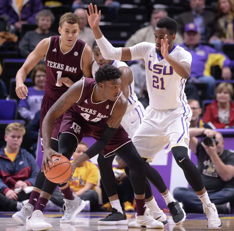 Texas A&M forward Robert Williams (44) works to move the ball to the basket as LSU forward Aaron Epps (21) defends, Tuesday, Jan. 23, 2018, during an NCAA college basketball game in Baton Rouge, La. (Hilary Scheinuk/The Advocate via AP) Photo: HILARY SCHEINUK, MBO / © 2017 The Advocate
